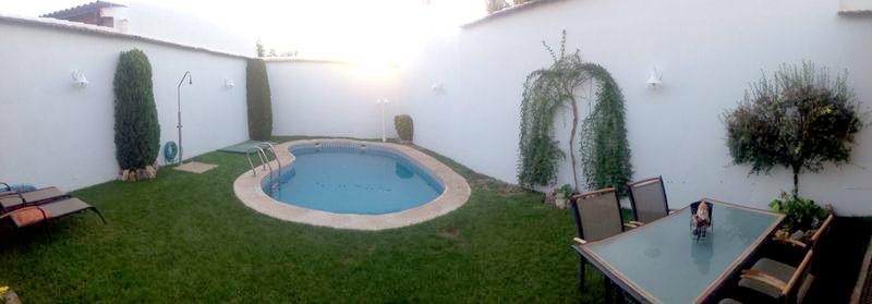 Decoracion y pintura exterior espacios de bienstar - Decoracion piscinas exteriores ...